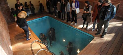 swimming pool von leandro elrich kotzendes einhorn. Black Bedroom Furniture Sets. Home Design Ideas