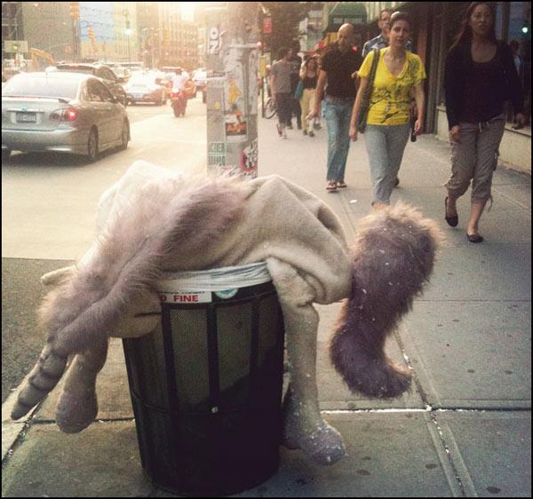 Einhorn in der Mülltonne