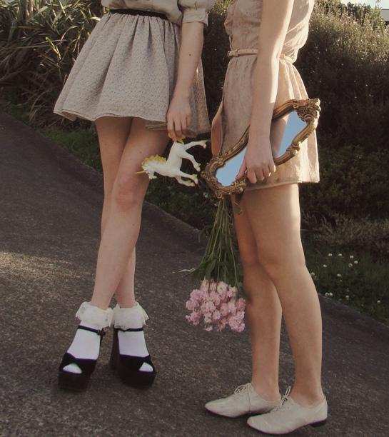 Spiegel, Einhorn, Mädchenbeine