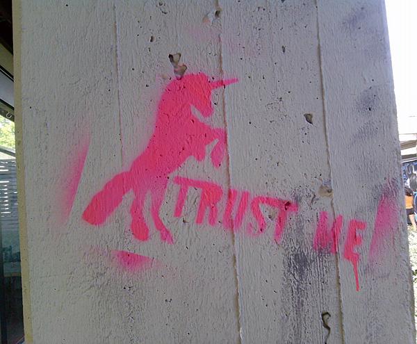 einhorn stencil trust me