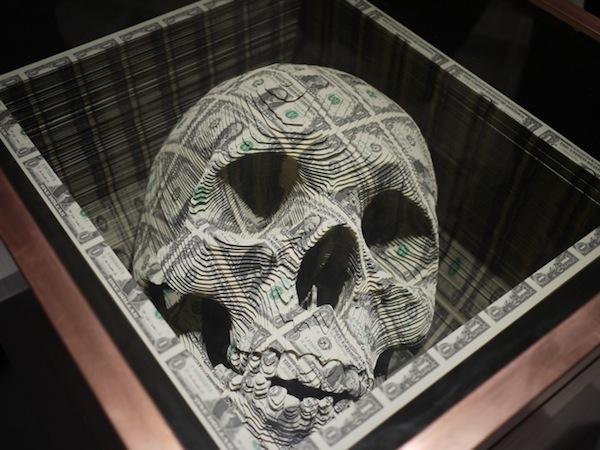 Scott Campbell Totenkopf aus Geldscheinen