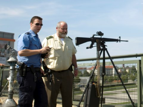 Falsches MG auf der Warschauer Brücke