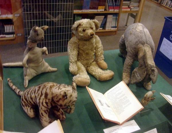 Winnie the Pooh und die anderen Plüschtiere
