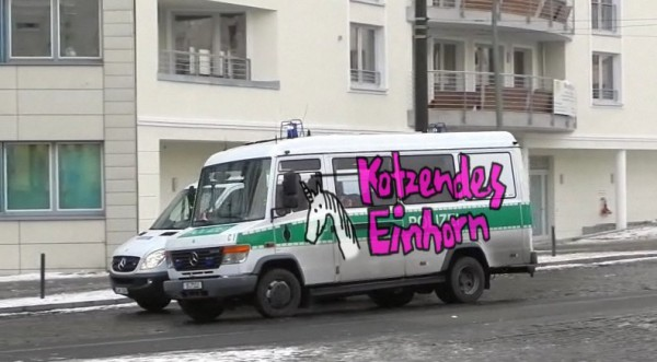 Kotzendes Einhorn Polizeiauto