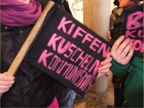 Kiffen, Kuscheln, Kommunismus