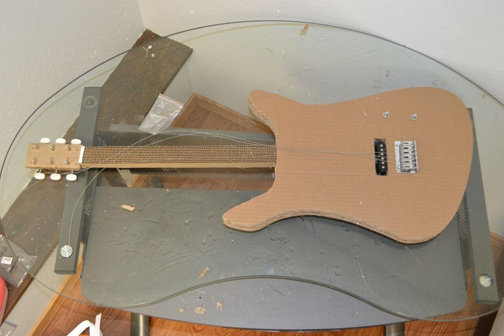 Eine E Gitarre Aus Pappe Bauen Kotzendes Einhorn
