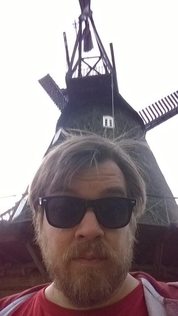 Nilz Bokelberg gegen Windmühle (vermutlich)