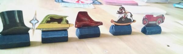 Monopoly-Spielfiguren während des zweiten Weltkriegs