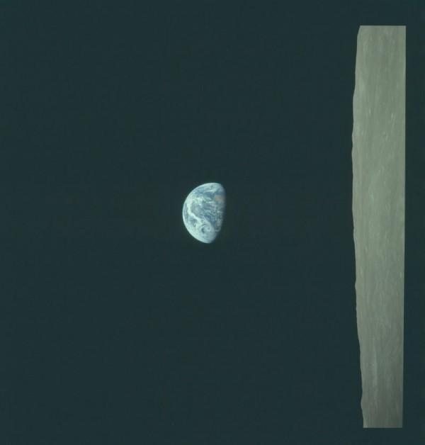 Ein Erdenaufgang vom Mond aus gesehen