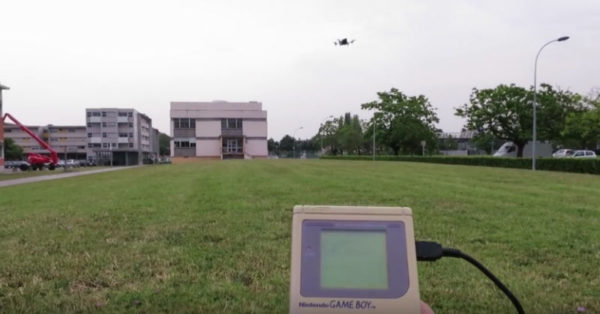 Drone mit Game Boy Classic steuern (YouTube Screenshot)
