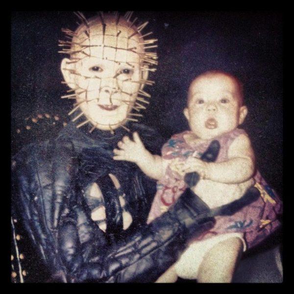 Pinhead mit Baby (Am Set von Hellraiser III)