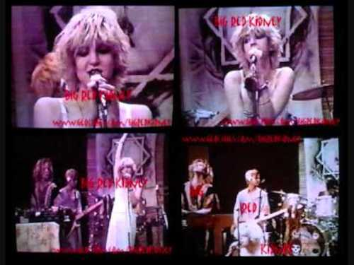 Courtney Love als Sängerin bei Faith No More