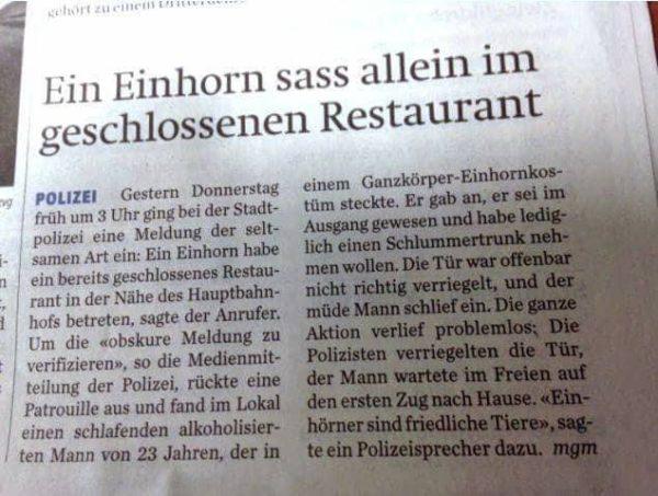 Einhorn allein im Restaurant